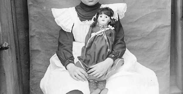 Child_and_Doll